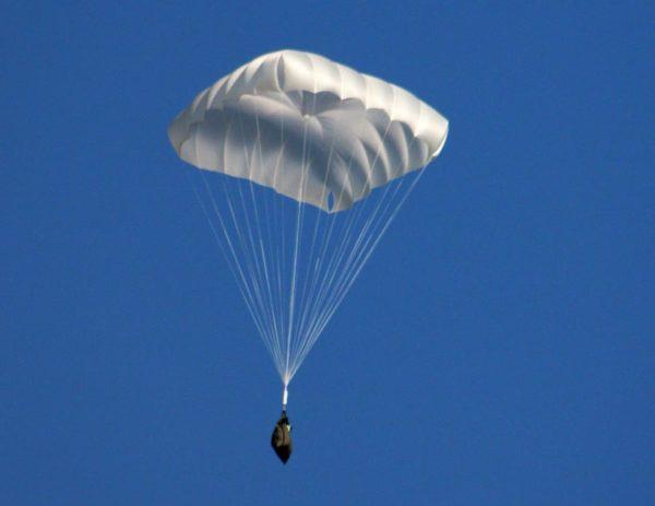 Спасательный парашют квадратной формы для параплана